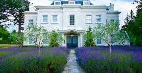 Villa mit Lavendelgarten