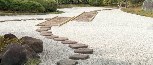 Zen Garten, Gestaltung mit Steinen - Steinweg, Besonderheit der japanischen Gärten