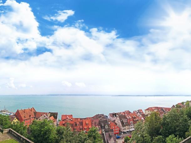 Panorama von Schloss Meersburg auf den Bodensee