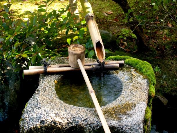 Das Element Wasser - Wasserbecken im japanischen Garten